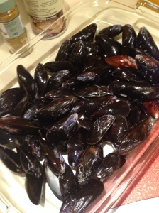 mussels spread out in roasting pan